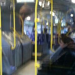 Foto tirada no(a) Burhaniye Mahallesi Metrobüs Durağı por Sıtkı A. em 12/9/2015