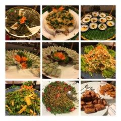 Photo taken at Nha hang Tu Do by nudee w. on 5/3/2014