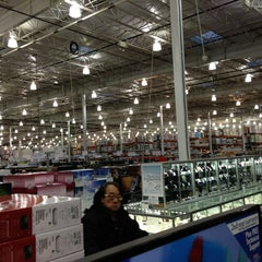 Photo taken at Costco Wholesale by François S. on 12/21/2012