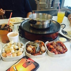 Photo taken at Kapten Steamboat & Grill by Naim R. on 6/25/2015
