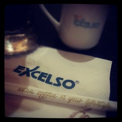 Photo taken at EXCELSO Cafe by En Tay Y. on 10/26/2012