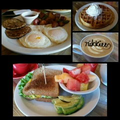 Photo taken at Java Point Cafe by Nikkiee C. on 1/30/2016