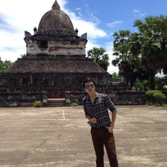 Photo taken at Wat Visuonnaradh by Chaps Y. on 7/10/2014