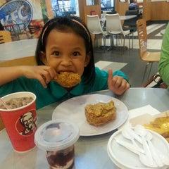 Photo taken at KFC by wan z. on 10/31/2013