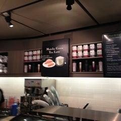 Das Foto wurde bei Starbucks von Christian P. am 1/4/2013 aufgenommen