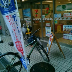 Photo taken at セブンイレブン 江坂エスコタウン店 by ei2ei2_feather on 4/7/2016