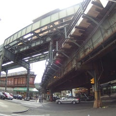 Photo taken at MTA Subway - Myrtle Ave/Broadway (J/M/Z) by Egor Z. on 5/14/2014