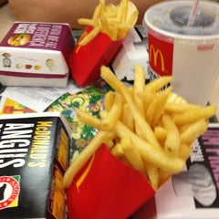 Photo taken at McDonald's by Wlad C. on 1/22/2013