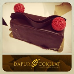 Photo taken at Dapur Cokelat by Gracia W. on 7/5/2013
