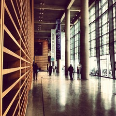 Photo taken at Bibliothèque et Archives nationales du Québec (Grande Bibliothèque) by Ninoska E. on 2/9/2013