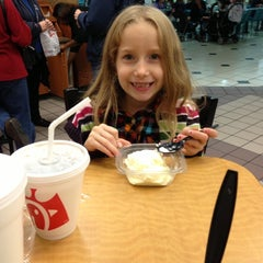 Photo taken at Chick-fil-A by elizabeth s. on 11/16/2012