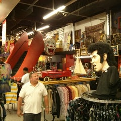 Photo taken at Junkman's Daughter by neoteotihuacan on 6/22/2013