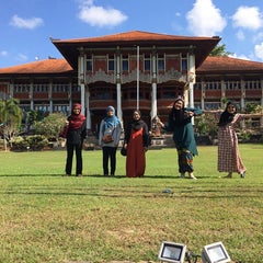 Photo taken at Rektorat Universitas Udayana by Nur Hamizah M. on 9/13/2015