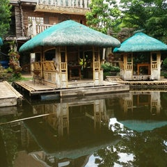 Photo taken at Isdaan Floating Restaurant by Kim R. on 7/28/2015