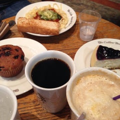 Photo taken at The Coffee Bean & Tea Leaf by Tricia N. on 9/12/2015