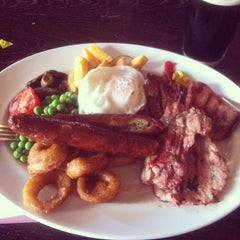 Photo taken at The Isambard Kingdom Brunel (Wetherspoon) by Phạm Tuấn A. on 4/23/2013