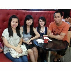 Photo taken at Cold Stone Creamery by JuwiE S. on 1/12/2014