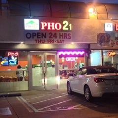 Photo taken at PHO 21 - Western by Theron X. on 7/7/2014