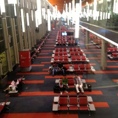 Photo taken at Aeropuerto Internacional de Ezeiza - Ministro Pistarini (EZE) by Ana Isabel P. on 3/24/2013