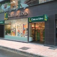 Photo taken at Casa del Libro Zaragoza by Carlos M. on 8/8/2015
