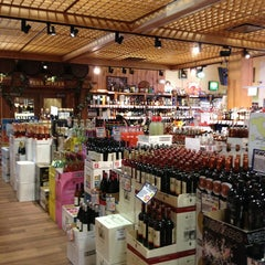 Photo taken at Stew Leonard's Wines by K@rTh!kk R. on 7/20/2013