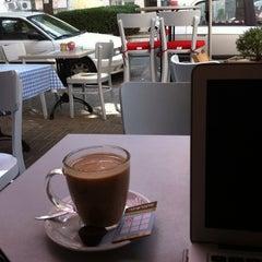 Photo taken at Montifiori Café (מונטיפיורי קפה) by Tal J. on 10/15/2012