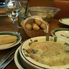Photo taken at Olive Garden by Oveida on 3/30/2013