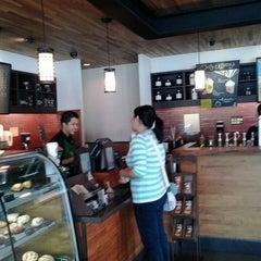 Photo taken at Starbucks by Kurdi L. on 7/19/2015