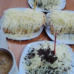 Photo taken at Roti Bakar Eddy by Sofyan A. on 12/27/2014
