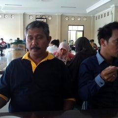 Photo taken at Rumah Makan Taman Sari by Andre K. on 6/25/2014
