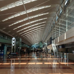 Photo taken at 羽田空港 第2旅客ターミナル (HND/RJTT Terminal 2) by Amano H. on 5/1/2013