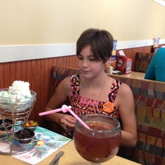 Photo taken at Friendly's by Buddy H. on 4/27/2014