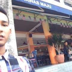 Photo taken at Restoran Nawas Maju by Muhamad Zul Izzat on 9/4/2015