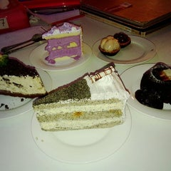 Photo taken at De Pastry Chef by Kyo T. on 7/12/2015