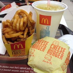 Photo taken at McDonald's by Elijah B. on 9/22/2014