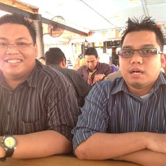 Photo taken at Restoran kawanku bangsar by lyana r. on 7/4/2013