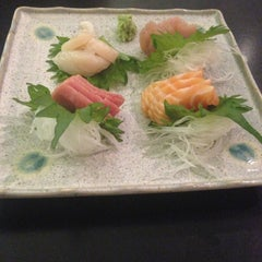 Photo taken at Defune Sushi Restaurant by Kun V. on 6/3/2013