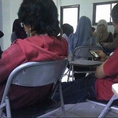 Photo taken at Fakultas Hukum by Habib A. on 3/19/2013