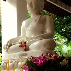 Photo taken at วัดญาณเวศกวัน (Wat Nyanavesakavan) by Patteera P. on 10/6/2012
