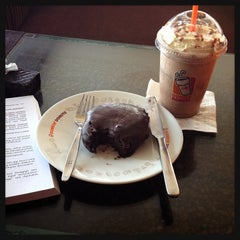 Photo taken at Dunkin' Donuts by Cyntia P. on 1/9/2014