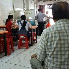 Photo taken at Bakmi Alok cab Kemakmuran by ketut teguh e. on 5/26/2015