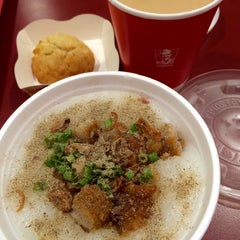 Photo taken at KFC by Lyna S. on 10/26/2014