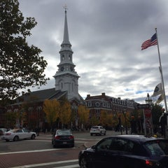 Photo taken at Downtown Portsmouth by Alejandro H. on 10/19/2014