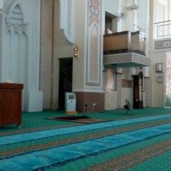 Photo taken at Masjid Al-Hidayah by ZEK865 on 5/30/2015