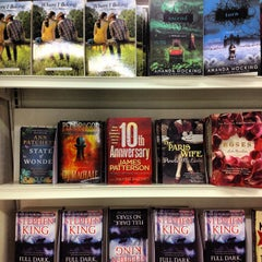 Photo taken at Jarir Bookstore | مكتبة جرير by Annaska I. on 4/19/2013