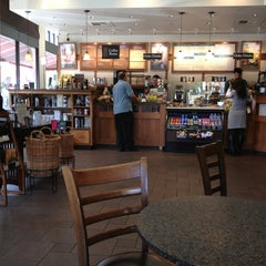 Photo taken at Peet's Coffee & Tea by Niki on 8/8/2013