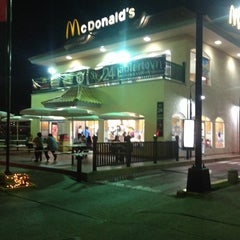 Photo taken at McDonald's by Ricardo C. on 12/24/2013