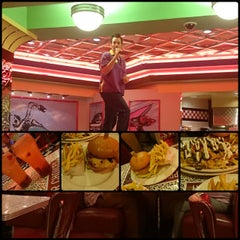 Photo taken at Roxy's Diner by Raquel C. on 5/18/2015