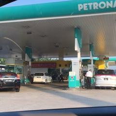 Photo taken at Petronas R&R Seremban (Utara) PLUS Highway. by Jannah Osman on 6/29/2015