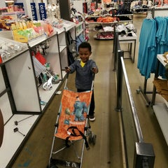 Photo taken at Old Navy by Julius Caesar T. on 4/15/2016